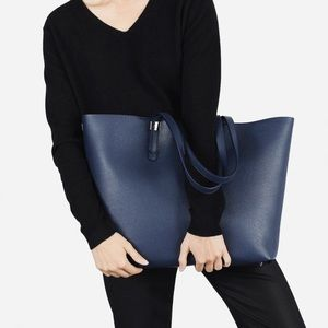 Everlane Petra Market Tote in Navy Blue Leather